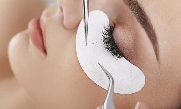 29,90€ από 100€ (-70%) για μακριές και έντονες βλεφαρίδες με εμφύτευση φυσικών extensions που τοποθετούνται τρίχα-τρίχα σε όλο το μάτι, για να αποκτήσε βλέμμα που μαγνητίζει, στο Jazzy Nails and More στον Άγιο Δημήτριο, πλησίον μετρό Δάφνη. εικόνα