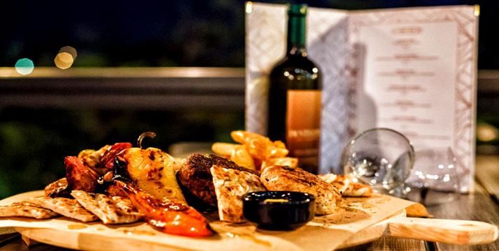 15€ από 30€ (-50%) για ένα Γεύμα για 2 Άτομα με ελεύθερη επιλογή Μεσογειακής Κουζίνας από τον κατάλογο φαγητού και ποτών, στο Pantheon All Day Cafe Bar Restaurant στον λόφο Τρουμπάρι στoν Άλιμο. εικόνα