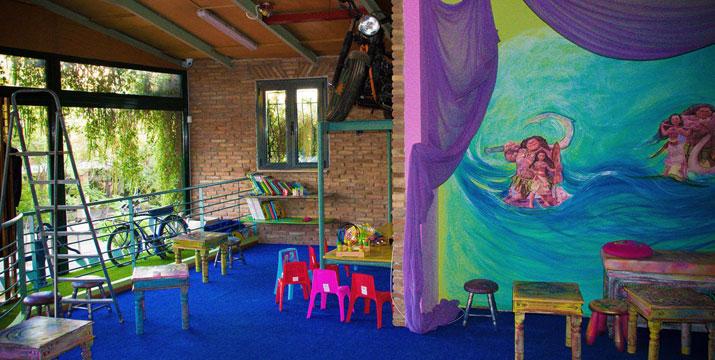 4€ από 6€ για την Είσοδο  ενός (1) Παιδιού μαζί με τον Συνοδό του και χυμό, στον δημιουργικό παιδότοπο