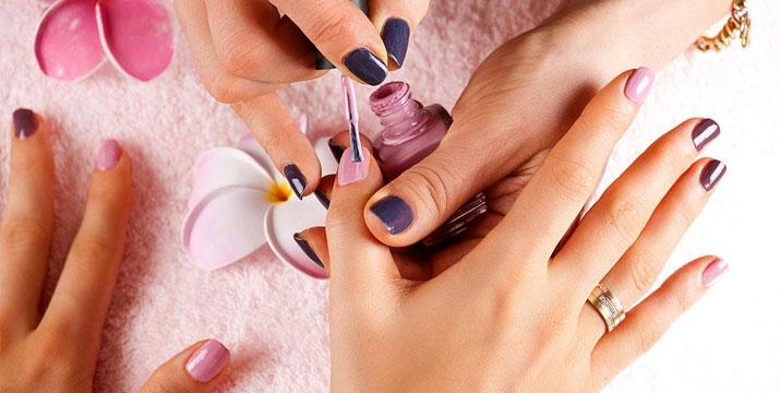 99€ από 500€ (-80%) για ένα Ολοκληρωμένο Εκπαιδευτικό Σεμινάριο Περιποίησης Άκρων με Ταχύρυθμα Μαθήματα για εκμάθηση Manicure, Pedicure, Θεραπευτικό Pedicure, Ημιμόνιμο χρώμα, Ασθένειες νυχιών, Αποστείρωση – Απολύμανση, Ονυχοπλαστική, Φυσική Ενίσχυση, Τεχνητά νύχια με tips, Συντήρηση, Νail art και Gel, διάρκειας 60 ωρών και με Βεβαίωση Σπουδών, από το