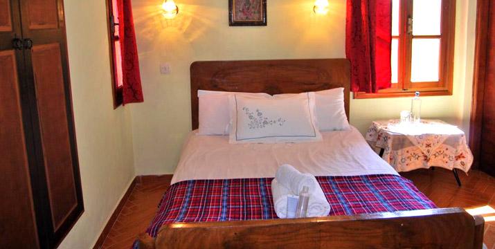 Από 89€ για 2 Διανυκτερεύσεις 2-4 Ατόμων και ενός Παιδιού έως 5 ετών ΔΩΡΕΑΝ σε δίκλινο δωμάτιο με πρωινό και arly check-in και late check-out στον Παραδοσιακό Ξενώνα Artemi's Guesthouse στους Κήπους Ζαγορίου.