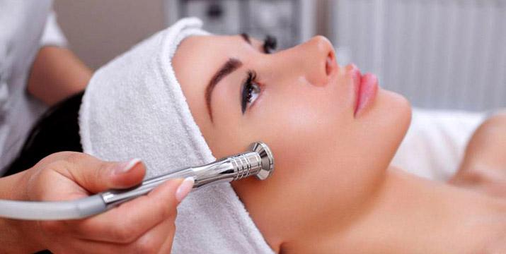 19,90€ από 45€ (-55%) για Phytopeeling Mask Therapy για Ρύθμιση Σμήγματος ή Λιπαρότητας διάρκειας 40' ή 24,90€ από 50€ (-50%) για Δερμοαπόξεση με Διαμάντι για Καθαρισμό και Ανάπλαση Προσώπου διάρκειας 45', στον πολυχώρο του Divette Aesthetic Medical Centre στην Γλυφάδα.