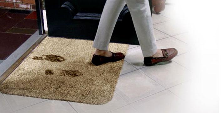 10,90€ από 19,90€ (-45%) για ένα Χαλάκι Εισόδου Clean Step Mat που Απορροφά Άμεσα, Λάσπη, Νερό & Σκόνη, με παραλαβή από το Μagic Hole στo Παγκράτι και δυνατότητα πανελλαδικής αποστολής στο χώρο σας.